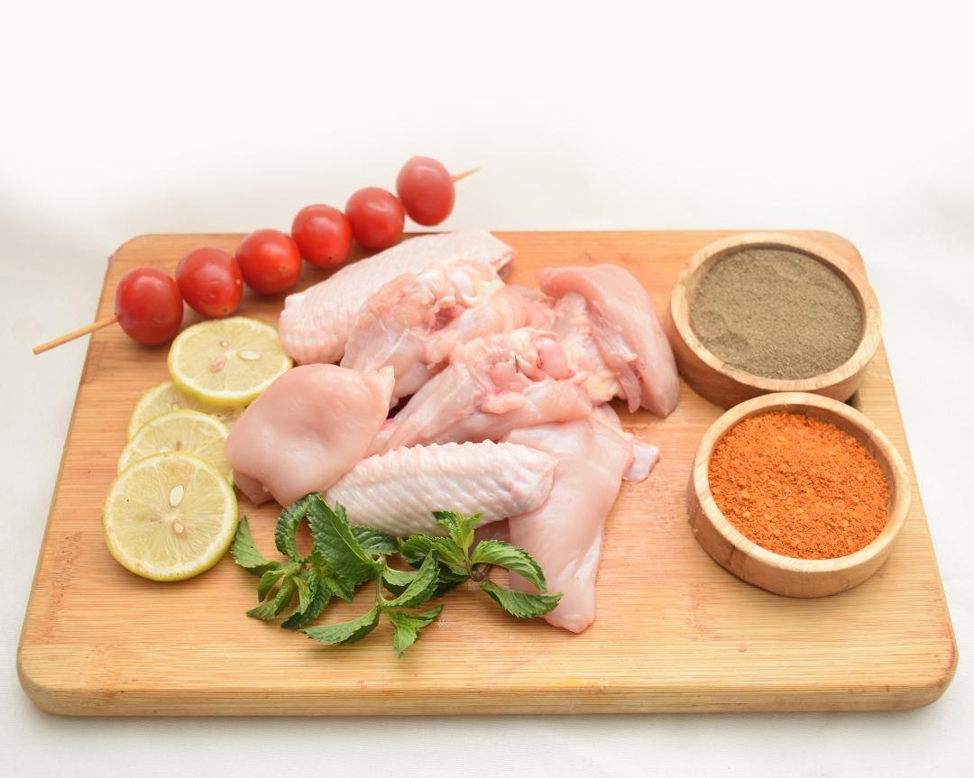 مرغ کامل تازه پاک شده حدودا 1.240.کیلو گرم ایران زمین - مرغ کامل تازه